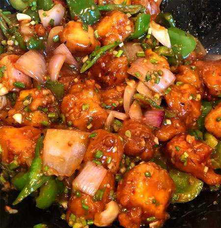 """<strong><a href=""""https://www.indianfoodforever.com/snacks/chilli-paneer.html"""">Paneer Chilli Street Style</a></strong>"""